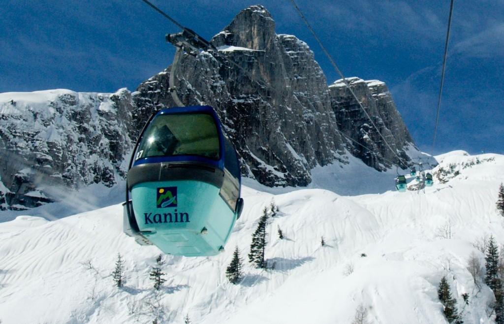 Cabina del teleférico que sube a las pistas de esquí
